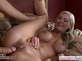 Hot blonde matusa cu tineri Allison Kilgore fucking