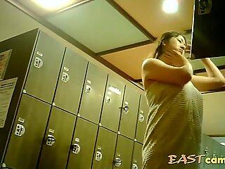 Voyeur - japonsko. silná mamina s velkými prsy.