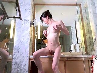 Sexig Asiatisk Ladyboy tar Snopp djupt
