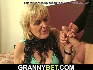 Bionda 70 anni nonna in collista