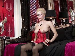 Tardona Signora con lingerie sexy