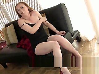 Milf focosa amber vuole che tu la guardi mentre si masturba