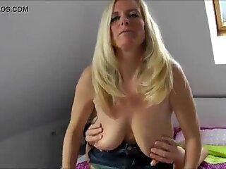 Moden skønhed cuckolding hendes mand med en fremmed