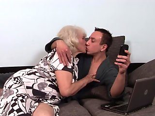 Grannys fuzzy cunt jizzed