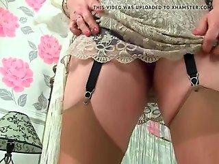 Janey masturboi hänen unshaven tussu
