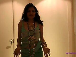 Indisk erotisk dansevideo af desi tøs kavya sharma
