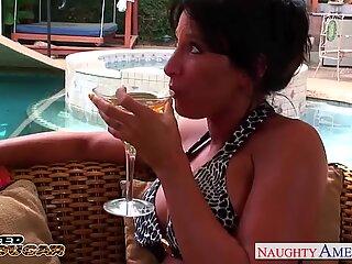 StorBarmet Cougar Lezley Zen bliver fucked og facialiseret