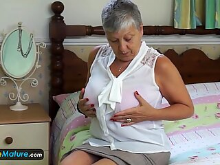 Europemature Nonna Savana deve farlo da sola