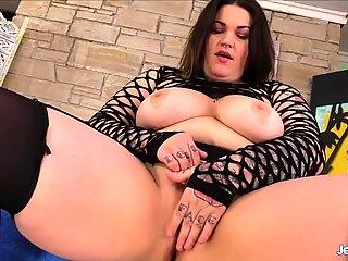 Big teta gordas muchacha nova jade juega con su coño antes de chupar polla y follar