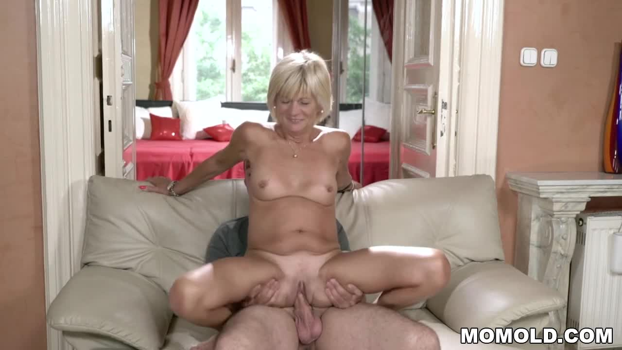 Hairy bitch gets her tasty ass fucked