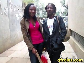 Afrikansk amatør lesbiske gør ud i badeværelse
