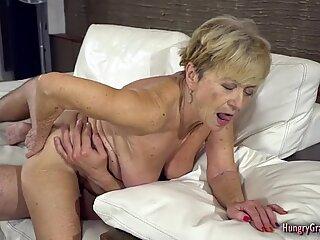 Sexy Mummo nauttii super hardcore-sukupuolesta