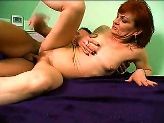 Red Head Steph får hendes flammende fisse negleret af en stor diller