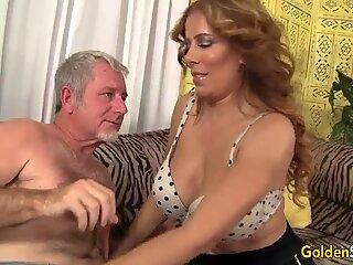 Hot og moden Nikki Ferrari kneppet