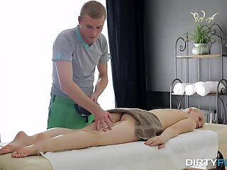 Fræk flix - oliemassage med dyb orgasme