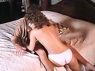 Pornohahmot Ashley Welles, Kenttäpakki Dee, Ron Jeremy yksinoikeudella retro-clip