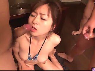 Nozomi hatsuki landar de bästa inches i hennes lilla hål - mer på slurpjp.com