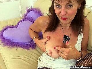 英国人鸽读感女性josie用纯粹的紧身衣覆盖了她多毛fanny