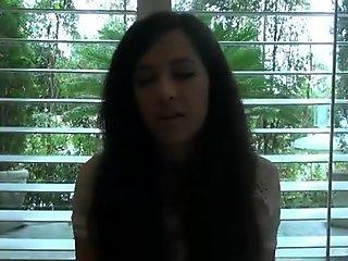 Atkgirlfriends video: Caroline Raggio ti offre di mostrarti il suo cespuglio!