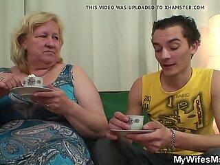 Dreng Fucks Mega Boobs Wifes Mor på gulvet