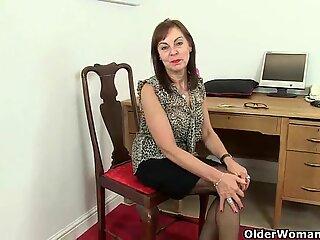 Britisk kontor kvinne needs orgasmic relief