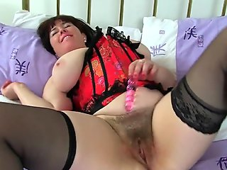 UK milf Janey pleases her hungry and hairy pussy