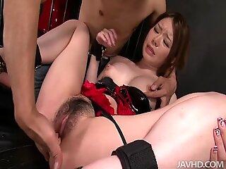 Sexet Japansk Slut har en utrolig høj seksuel appetit.