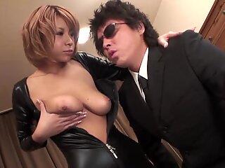 Japanilainen, jossa seksikäs scones masturboi Lelutin kanssa