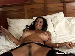 Milf Persia Monir sta avendo interrazziale sesso in una camera d'albergo