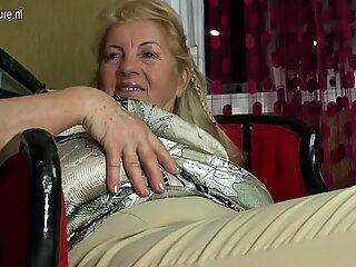 Tottö Fucks Kypsä Äiti ja Mummo