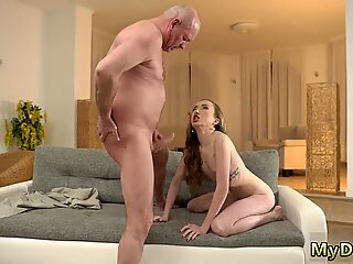 Young Pige Licks Old Bedstemor XXX Russisk Language Power