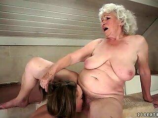 Ragazza ama Pelosa Grasso Tetona Nonna nel Bagno